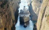 crossing Corinth Canal © Hansa Touristik