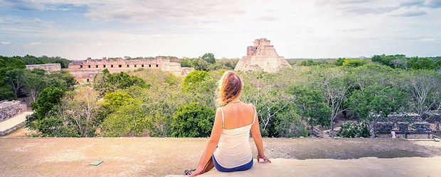 Touristin vor Chichen Itza City in Mexico © Erwin Barbe, Fotolia